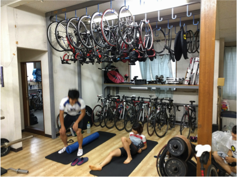 一階のトレーニングスペースには、十分すぎるほどの設備とスペースが用意されている